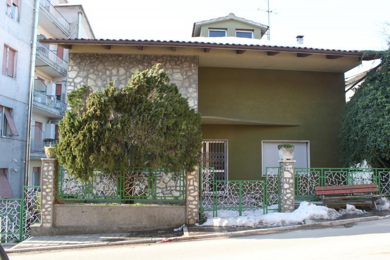 Appartamento in vendita a Agugliano, 6 locali, zona Località: Agugliano, Trattative riservate | Cambio Casa.it