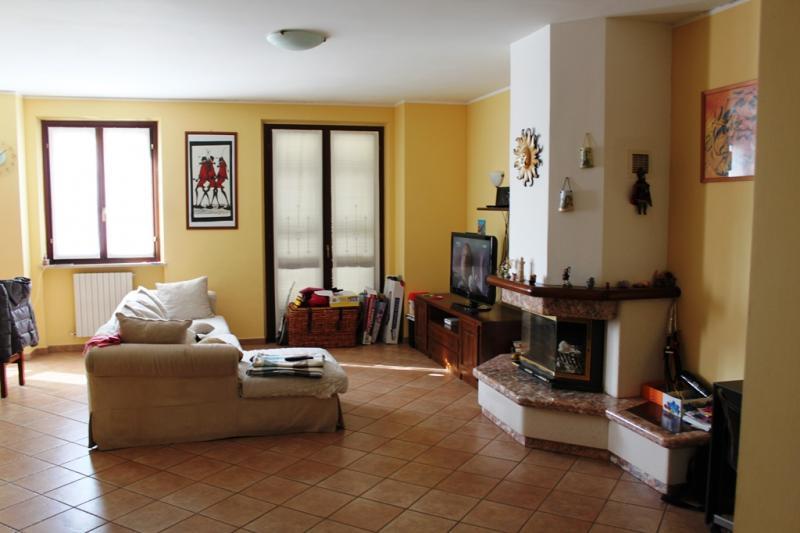 Appartamento in vendita a Agugliano, 5 locali, zona Località: CasteldEmilio, prezzo € 140.000 | Cambio Casa.it