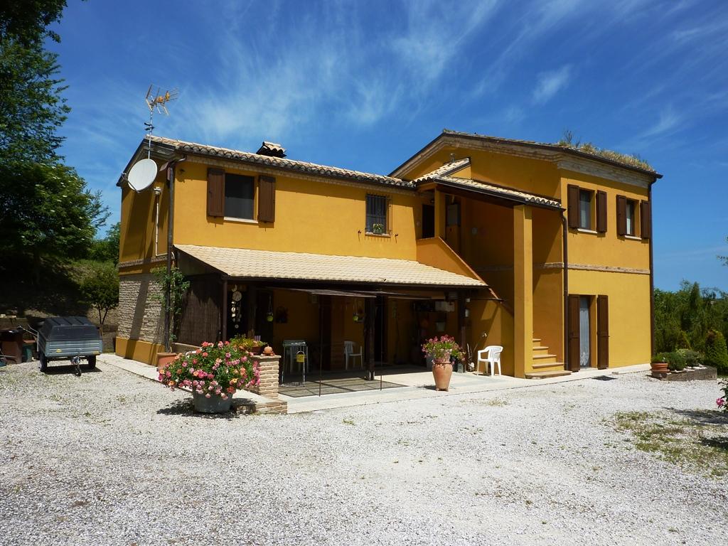 Soluzione Indipendente in vendita a Agugliano, 8 locali, prezzo € 320.000 | Cambio Casa.it