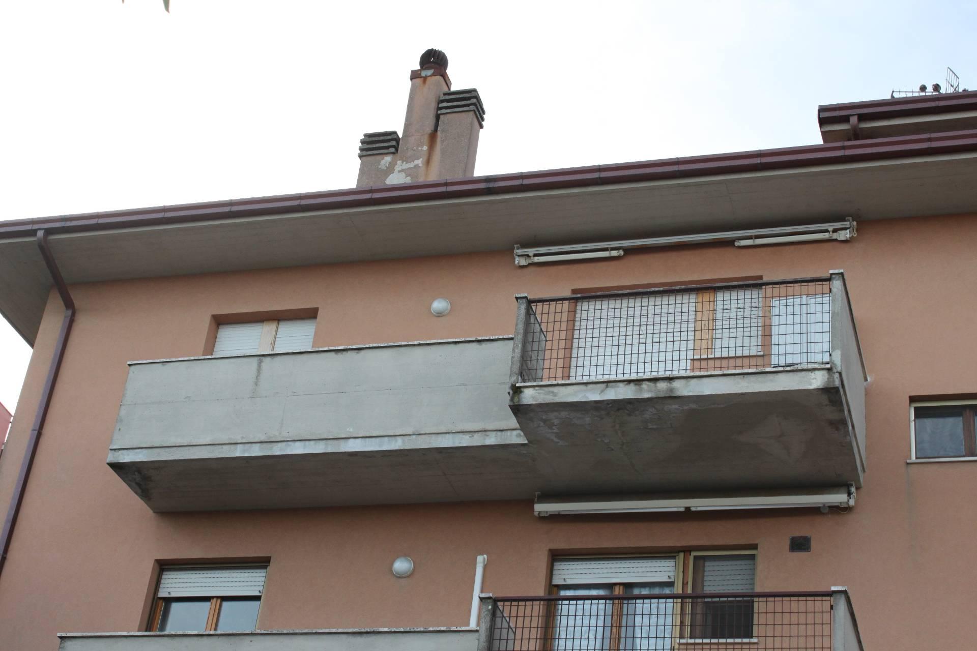 Appartamento in vendita a Agugliano, 5 locali, prezzo € 98.000 | Cambio Casa.it