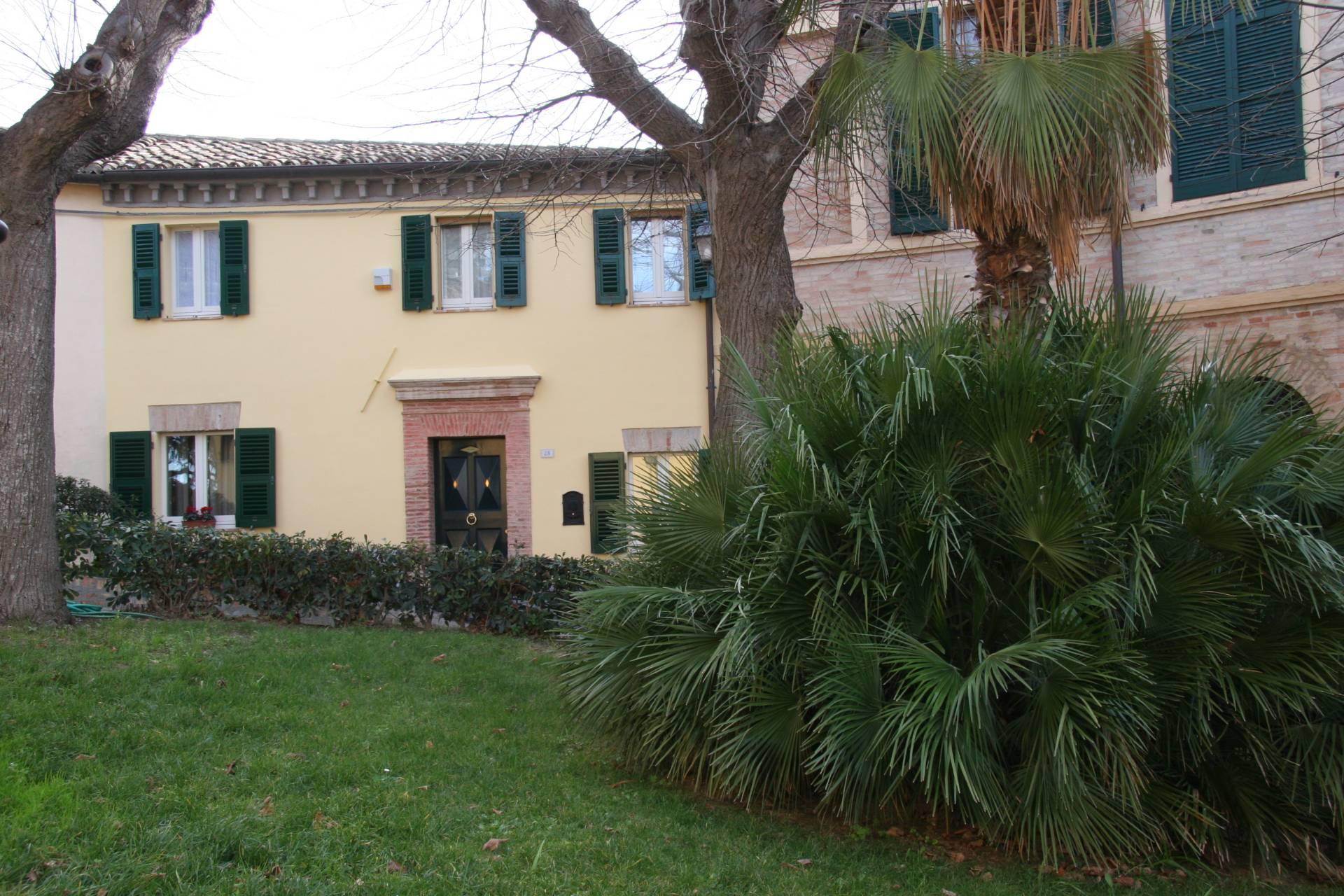 Soluzione Semindipendente in vendita a Polverigi, 8 locali, zona Località: Centro, prezzo € 240.000 | Cambio Casa.it