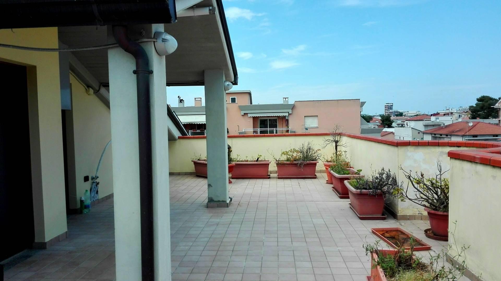 Attico / Mansarda in vendita a Giulianova, 5 locali, zona Località: LIDOCENTRO, prezzo € 150.000   PortaleAgenzieImmobiliari.it