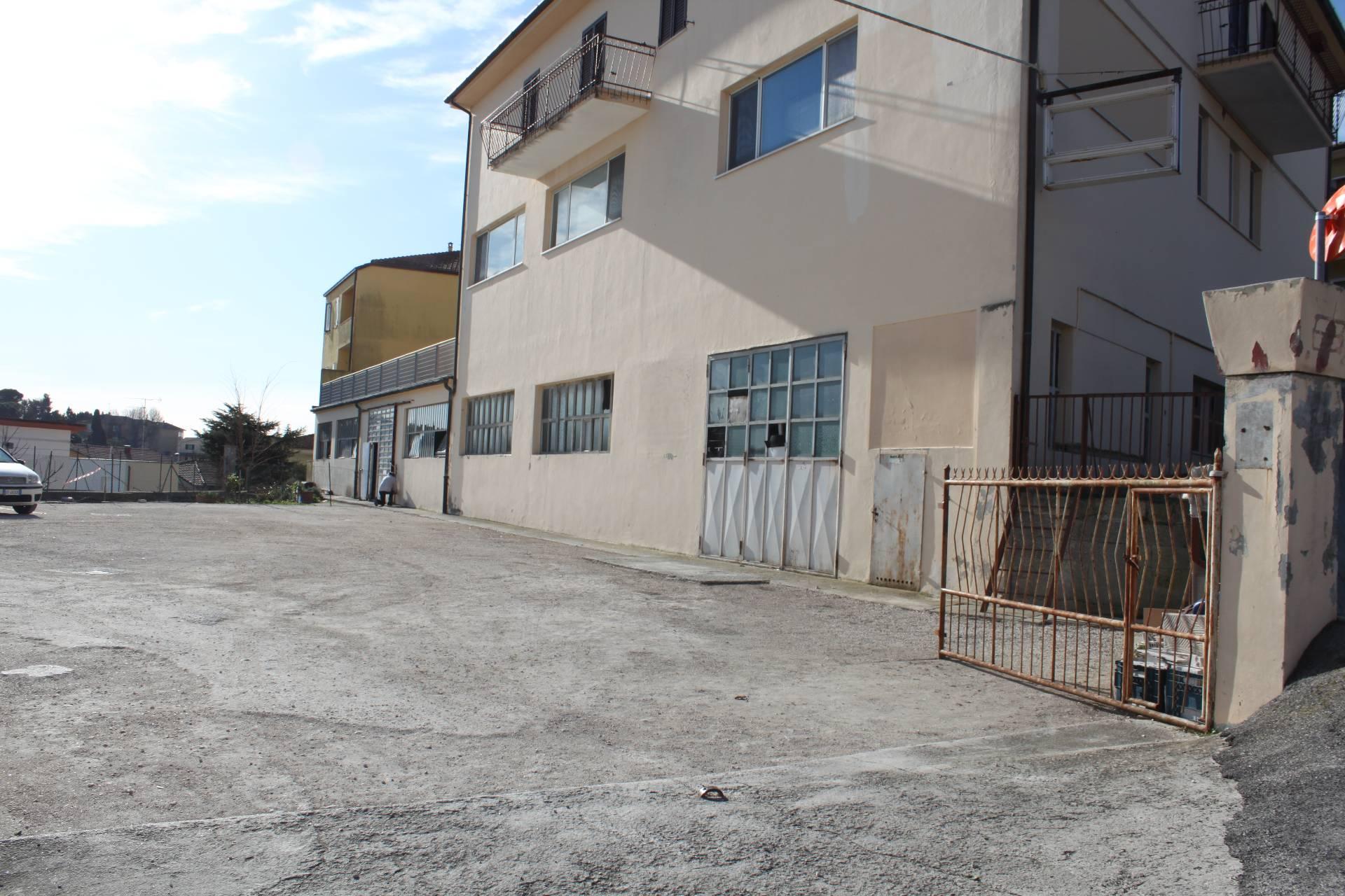 Magazzino in vendita a Agugliano, 5 locali, zona Località: Agugliano, prezzo € 220.000   CambioCasa.it