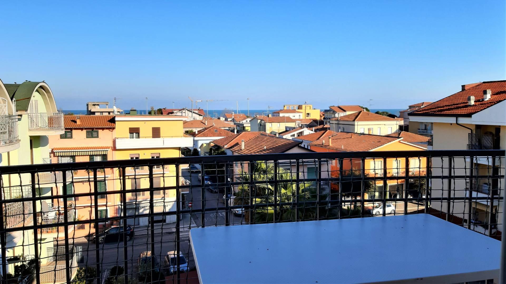 Attico / Mansarda in vendita a Giulianova, 3 locali, zona Località: LIDOCENTRO, prezzo € 115.000   PortaleAgenzieImmobiliari.it
