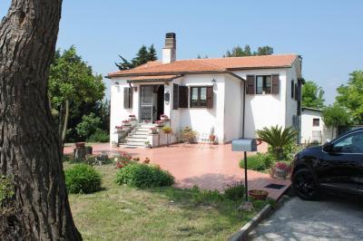Villa bifamiliare in Vendita a Ancona