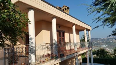 Villa in Vendita a Mosciano Sant'Angelo
