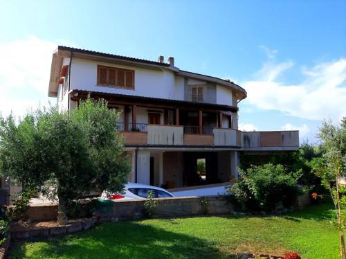 Villa bifamiliare in Vendita a Teramo