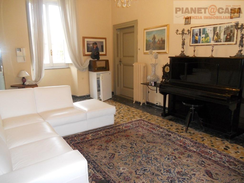 Villa in vendita a San Benedetto del Tronto, 10 locali, zona Località: PAESEALTO, Trattative riservate | Cambio Casa.it