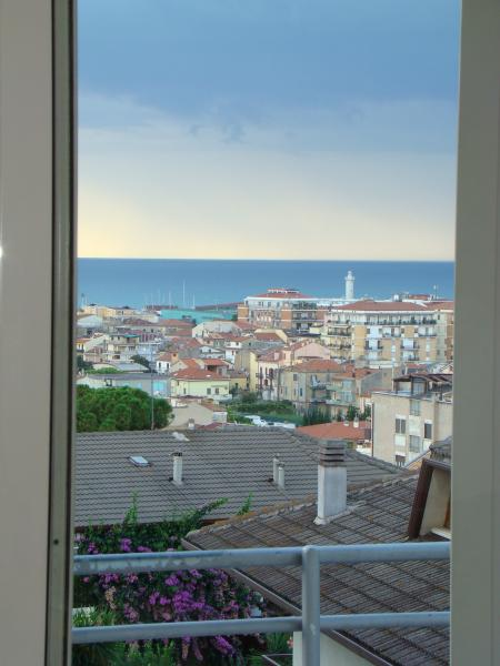 Villa in vendita a San Benedetto del Tronto, 10 locali, zona Località: CENTRO, prezzo € 620.000 | Cambio Casa.it