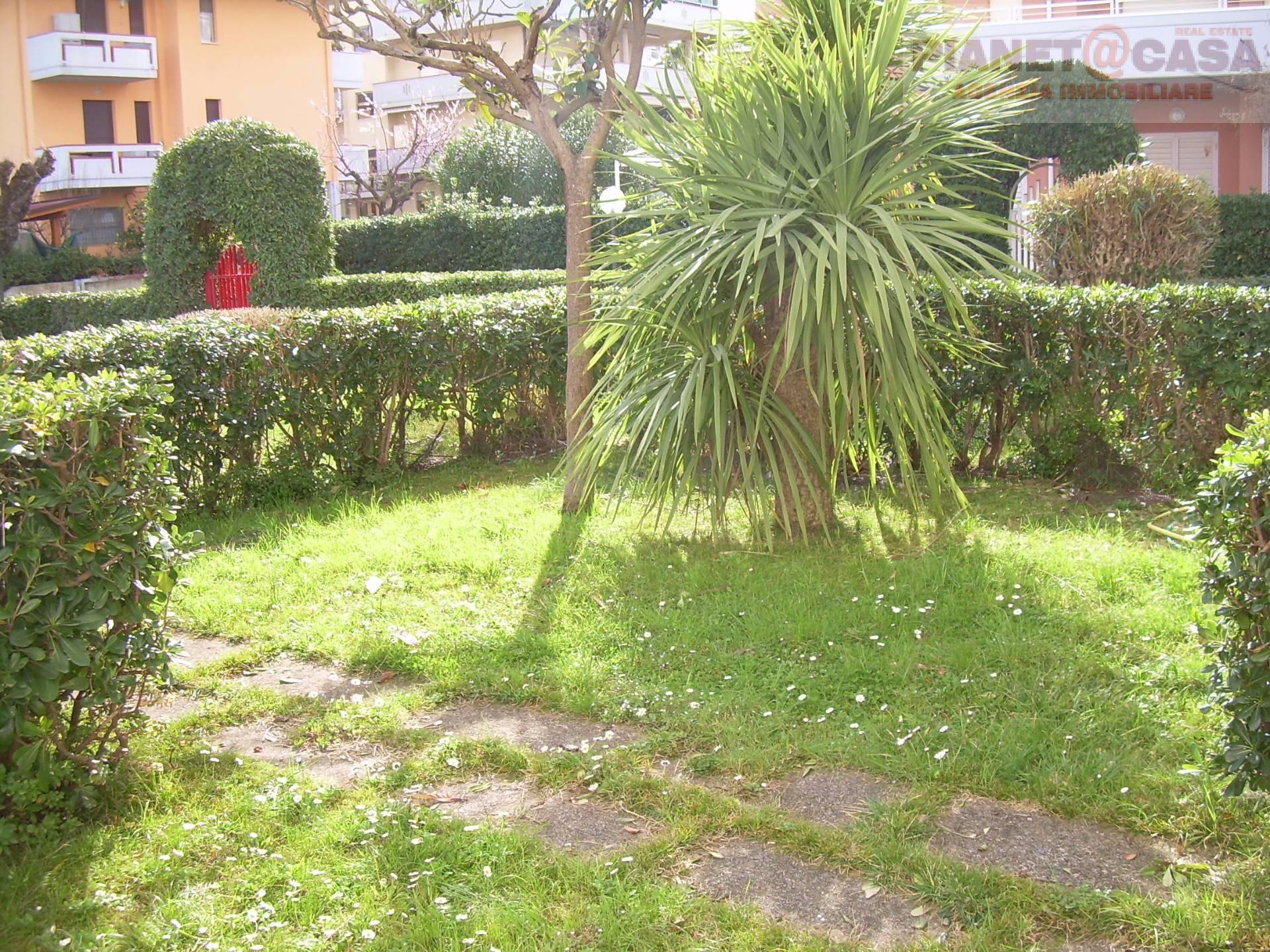Appartamento in vendita a Martinsicuro, 3 locali, zona Località: VILLAROSA, prezzo € 128.000 | CambioCasa.it