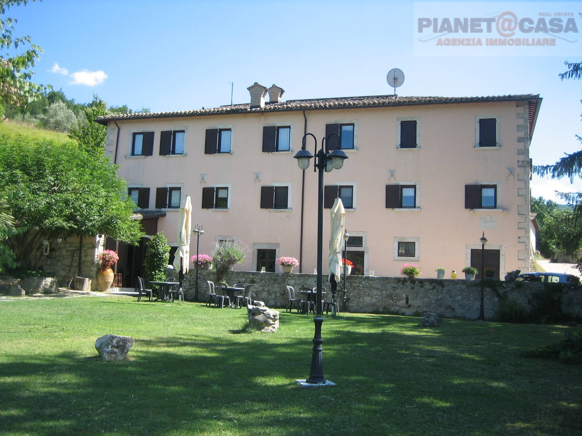 Albergo in vendita a Ascoli Piceno, 9999 locali, Trattative riservate | CambioCasa.it