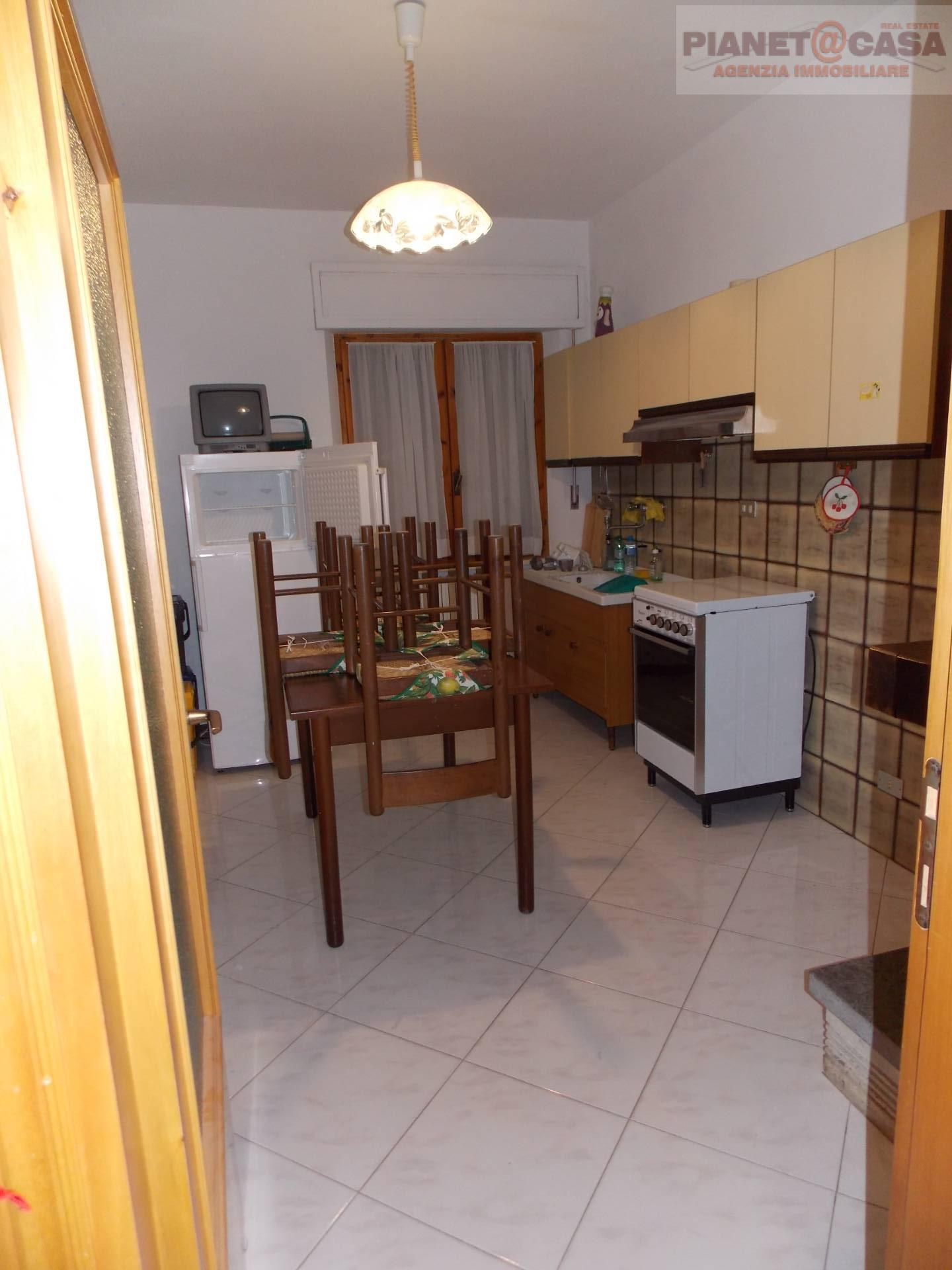 Appartamento in vendita a Castorano, 3 locali, prezzo € 70.000 | CambioCasa.it