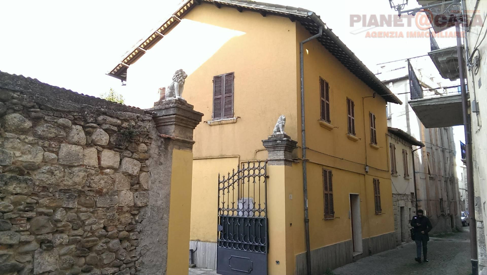 Soluzione Indipendente in affitto a Ascoli Piceno, 6 locali, zona Località: CENTRO, prezzo € 700 | CambioCasa.it