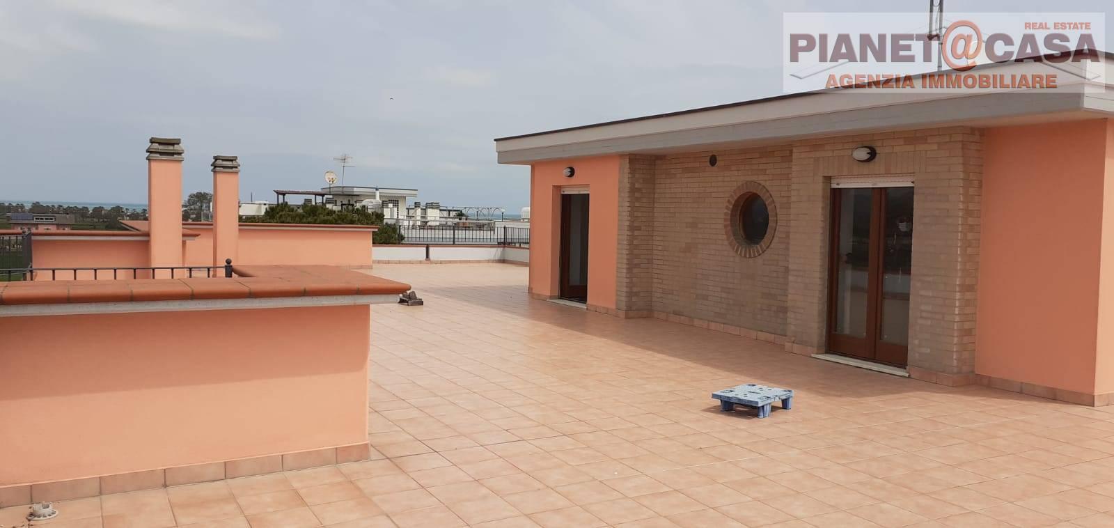 Attico / Mansarda in vendita a Martinsicuro, 4 locali, zona Località: VILLAROSA, prezzo € 270.000 | PortaleAgenzieImmobiliari.it