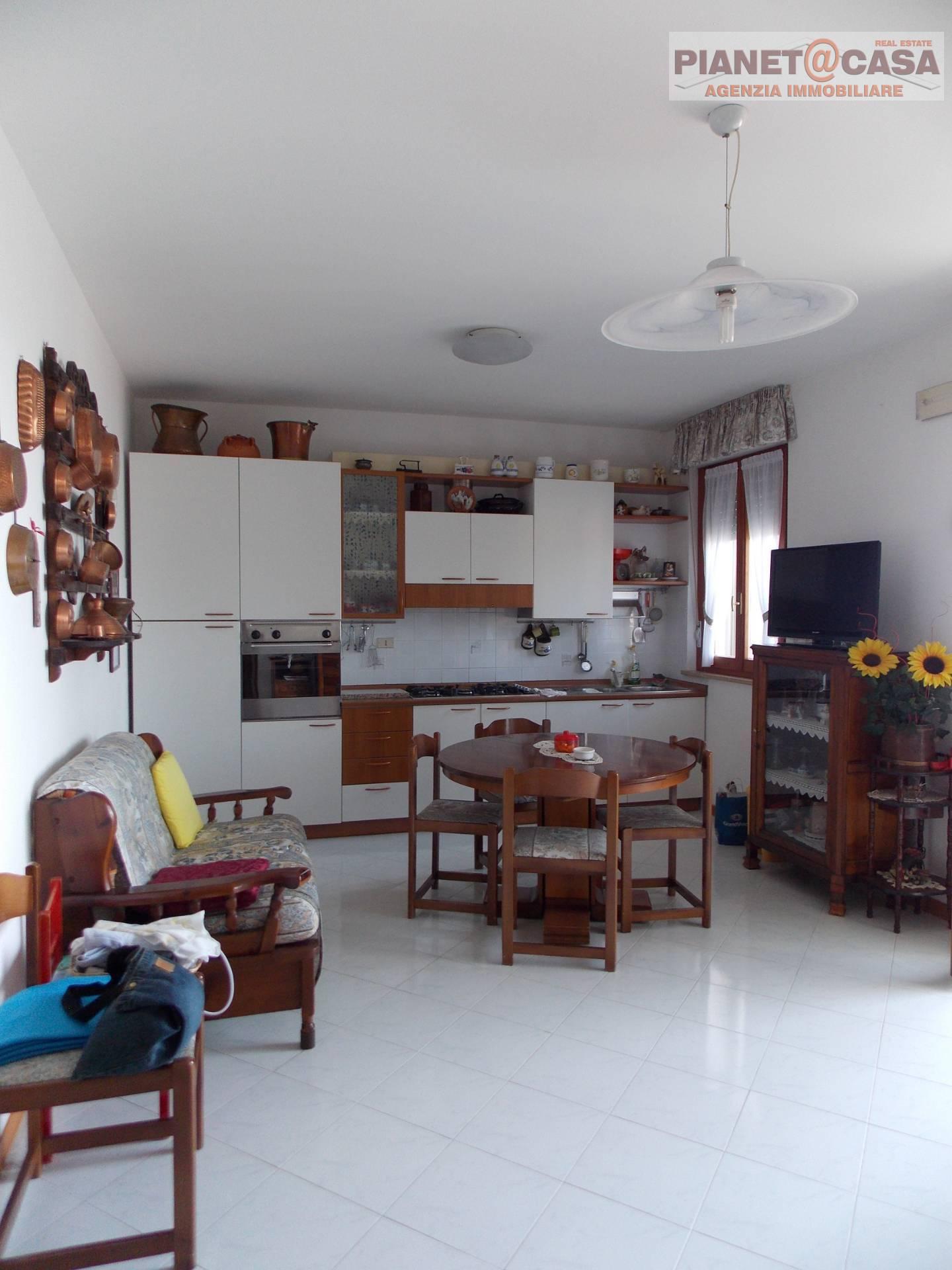 Appartamento in vendita a Controguerra, 3 locali, prezzo € 64.000 | PortaleAgenzieImmobiliari.it