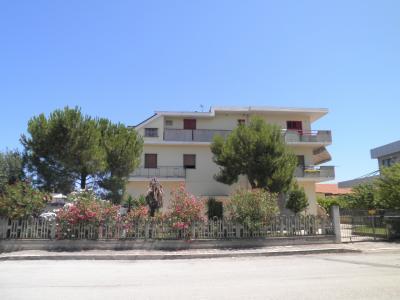 Casa Indipendente con locali commerciali e magazzino in Vendita a San Benedetto del Tronto