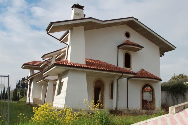 Villa in vendita a Spinetoli, 10 locali, prezzo € 260.000 | Cambio Casa.it