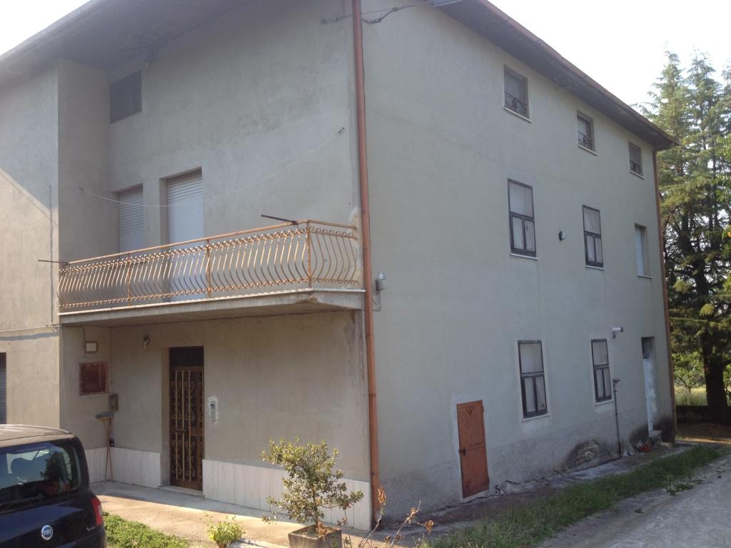 Villa in Vendita a Montedinove