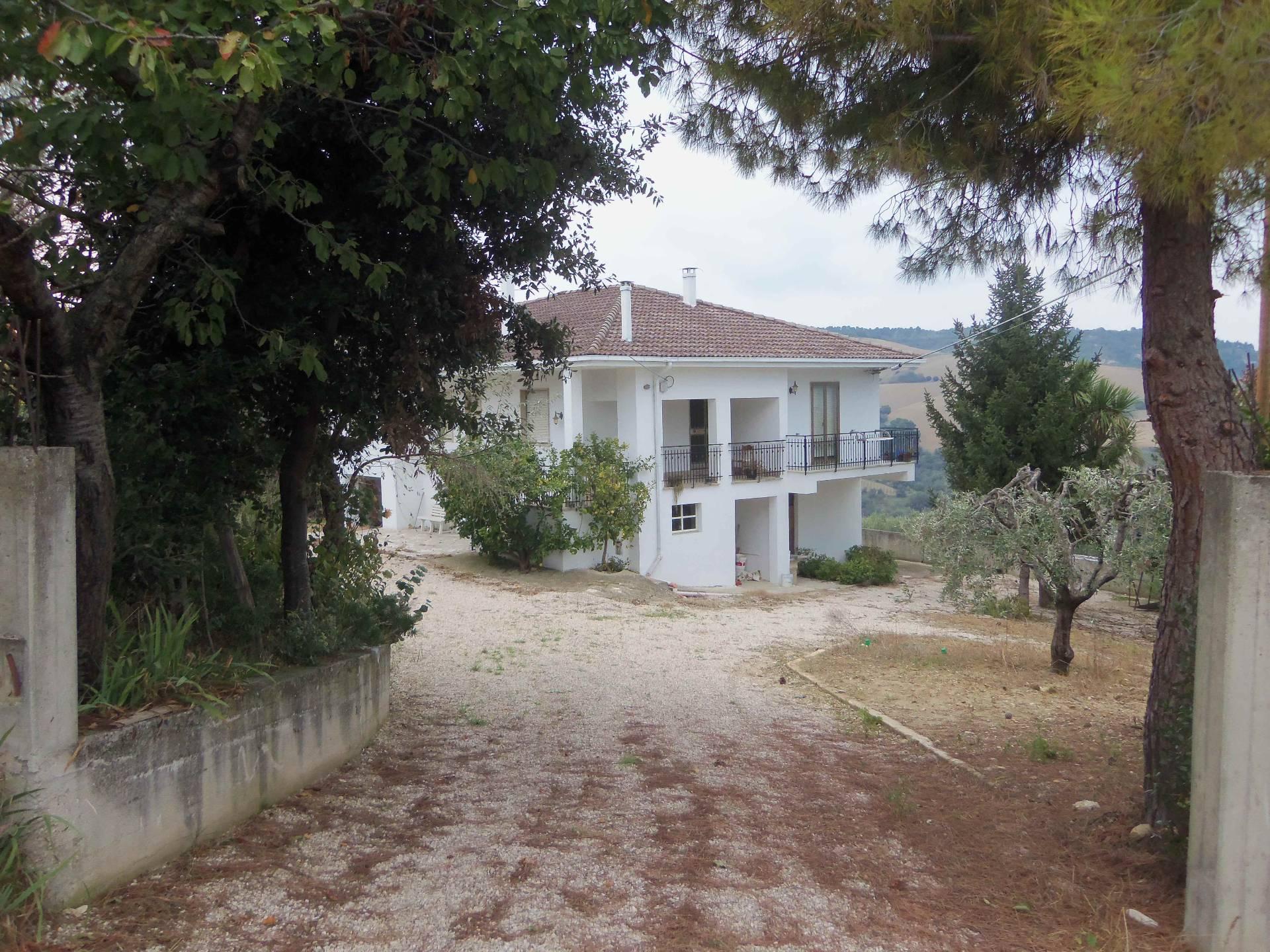Rustico / Casale in vendita a Acquaviva Picena, 10 locali, prezzo € 150.000   Cambio Casa.it