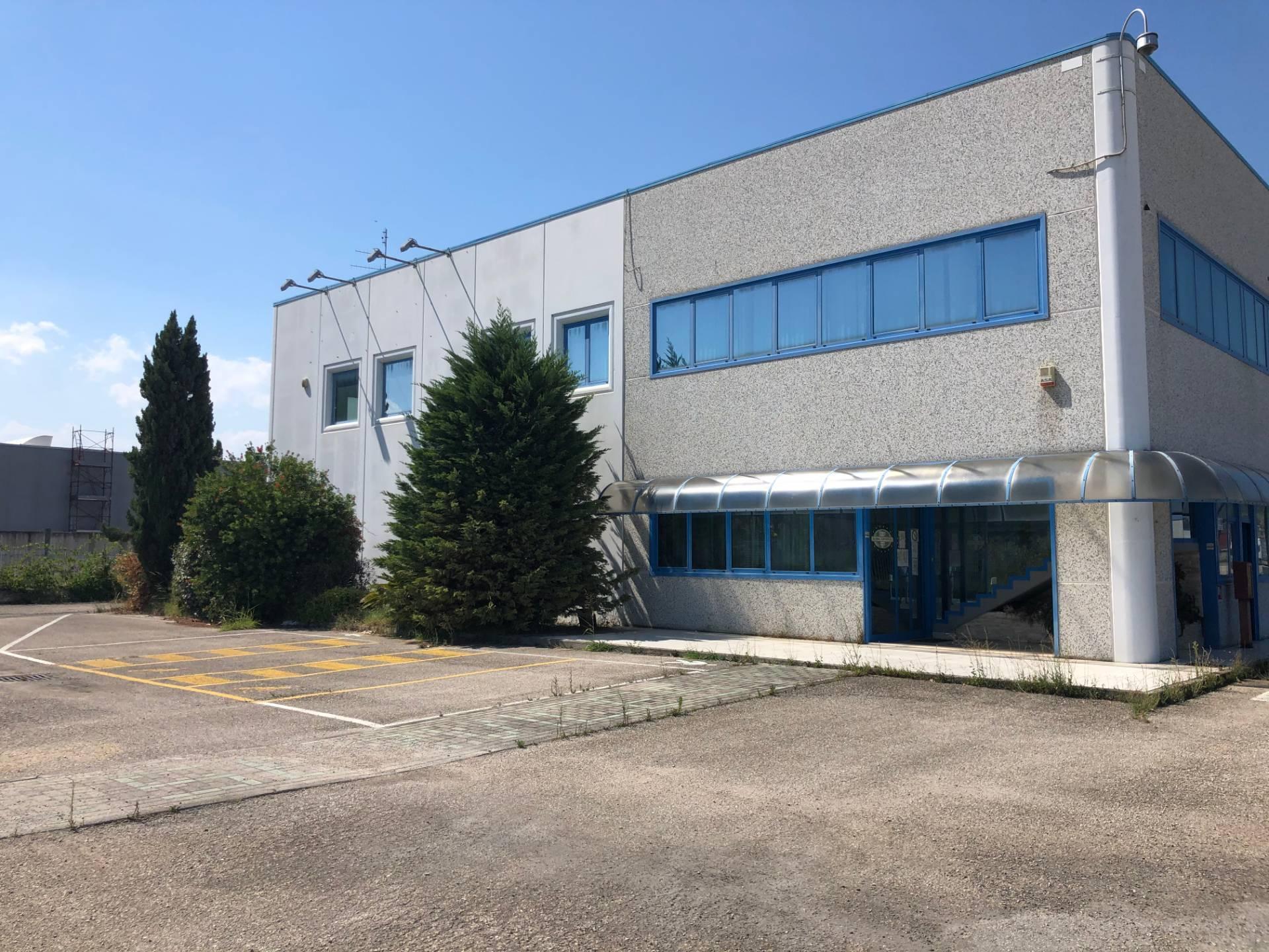 Capannone in vendita a Spinetoli, 9999 locali, zona Località: PagliaredelTronto, Trattative riservate | CambioCasa.it