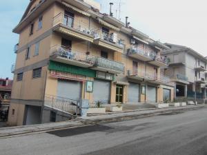 Locale Commerciale in Vendita a Acquaviva Picena