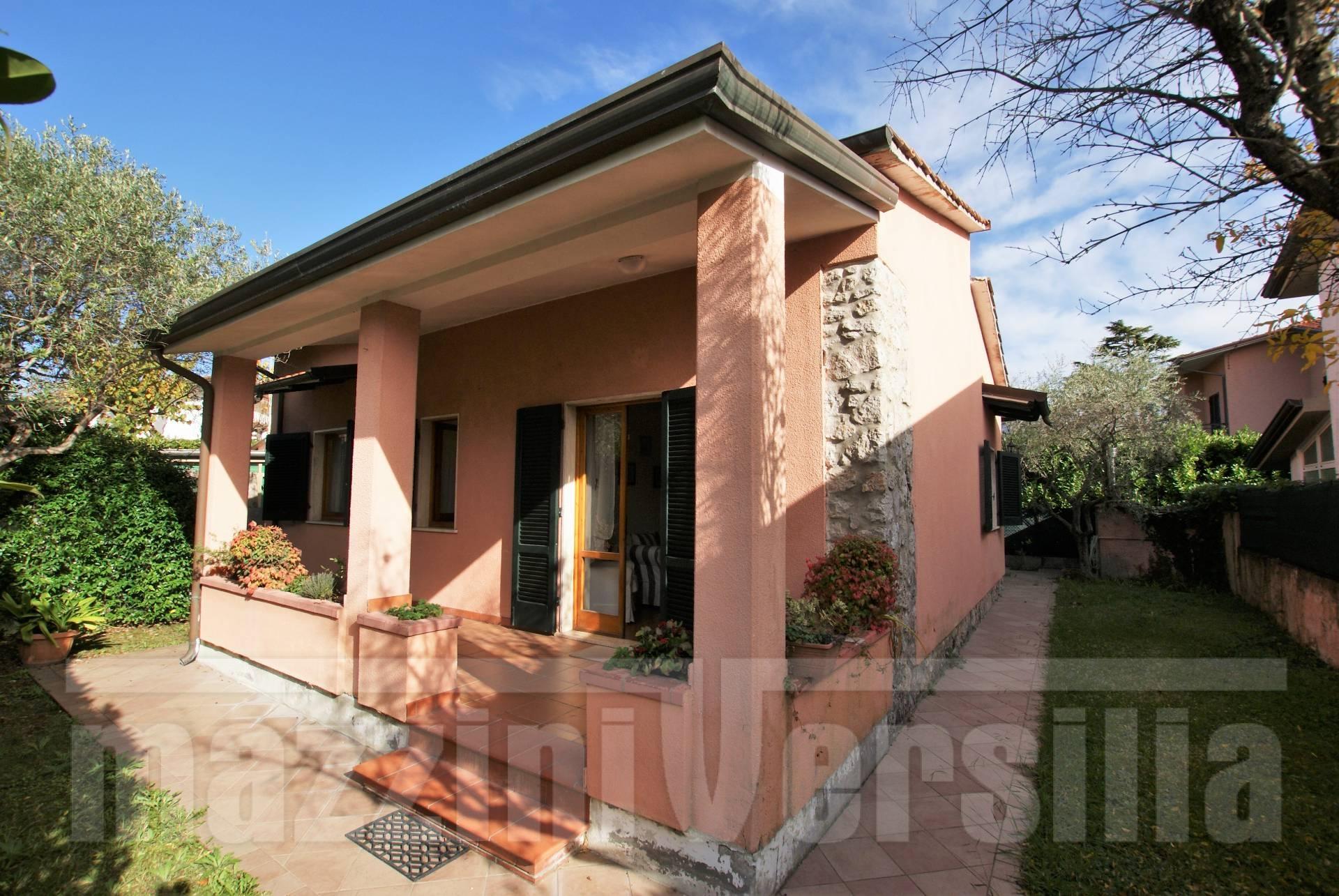 Casa indipendente in vendita a forte dei marmi cod 1434 for Casa a 2 piani in vendita