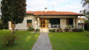 Villa in Affitto stagionale a Forte dei Marmi
