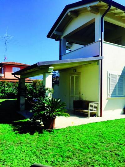 Casa Tri/Quadrifamiliare in Affitto stagionale a Forte dei Marmi