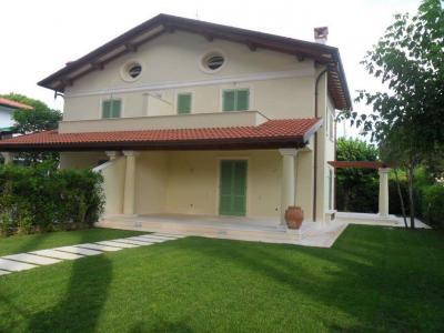 Villa Bifamiliare in Affitto stagionale a Forte dei Marmi
