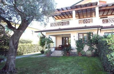 Villa Bifamiliare in Vendita a Forte dei Marmi