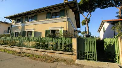 Villa Bifamiliare in Affitto stagionale a Pietrasanta