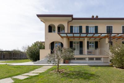 Villa Bifamiliare in Affitto stagionale a Seravezza
