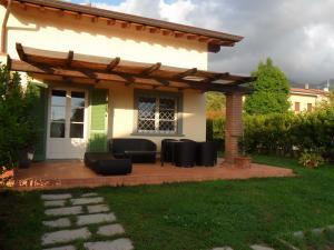 Casa Tri/Quadrifamiliare in Affitto stagionale a Seravezza