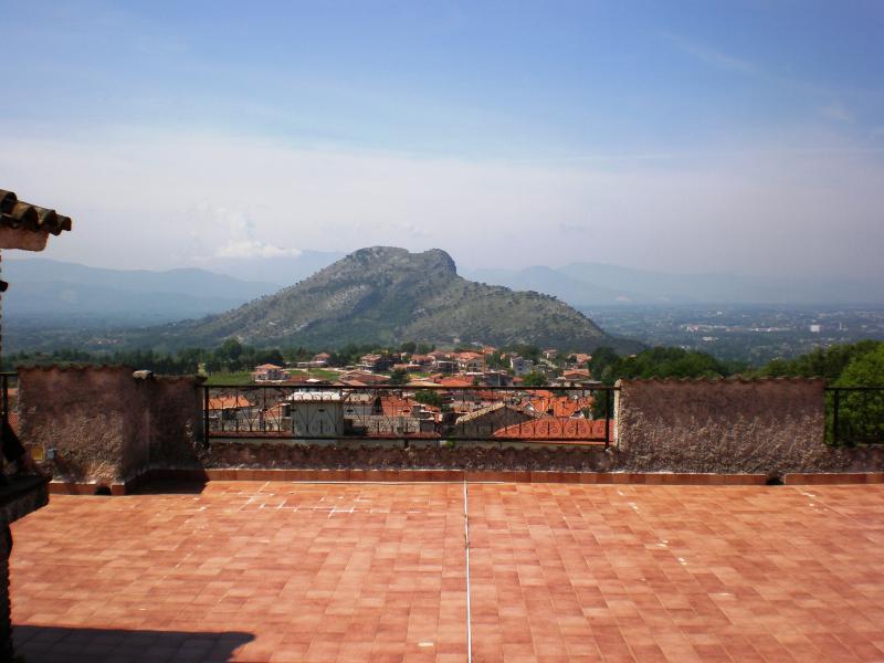 Villa in vendita a Cervaro, 9 locali, prezzo € 209.000 | CambioCasa.it
