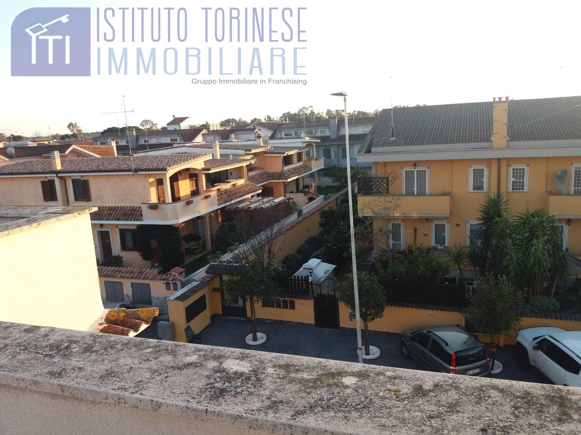 Appartamento in vendita a Pomezia, 3 locali, zona Località: MartinPescatore, prezzo € 149.000 | CambioCasa.it
