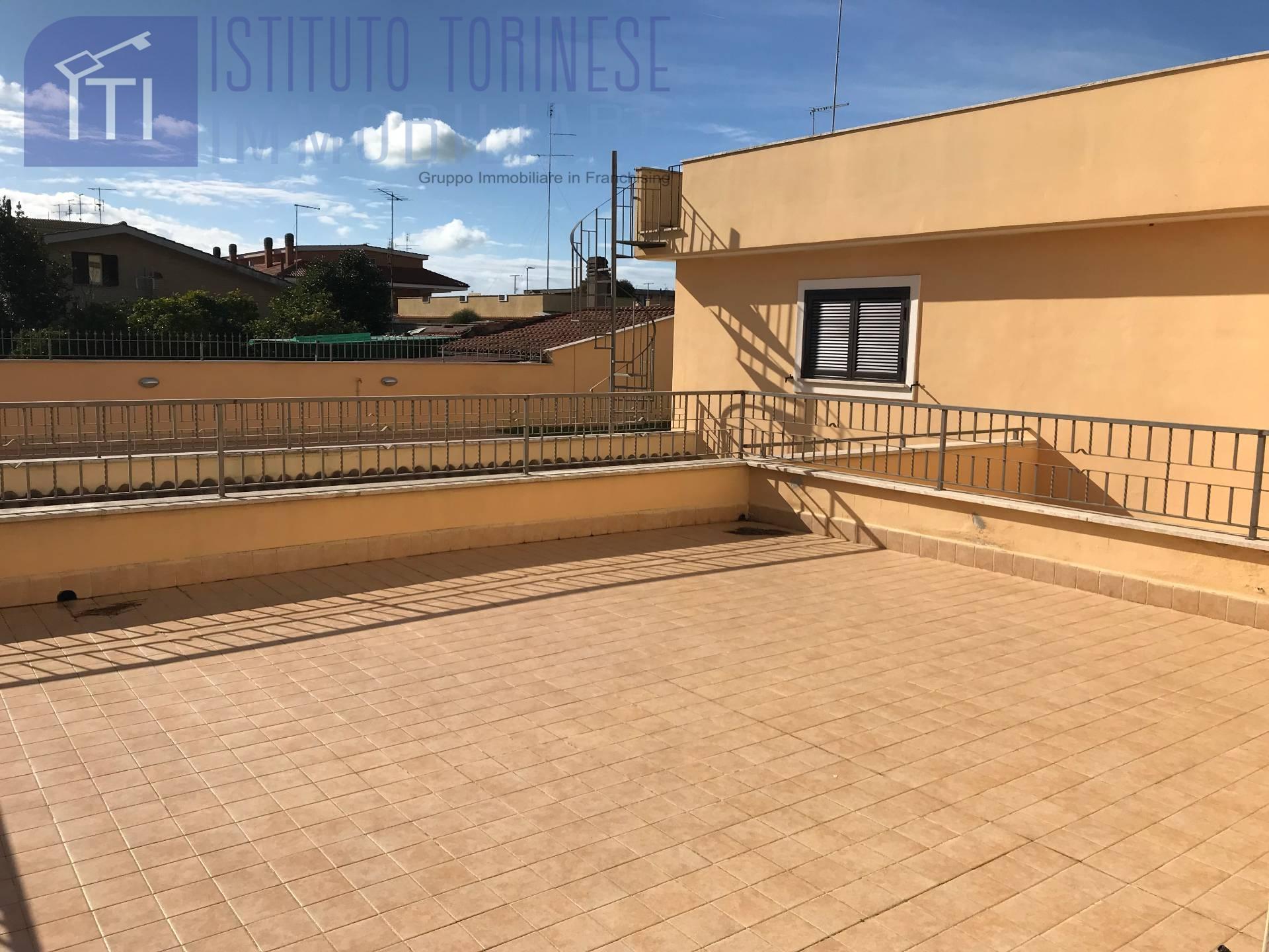 Appartamento in vendita a Pomezia, 3 locali, zona Località: MartinPescatore, prezzo € 145.000 | CambioCasa.it