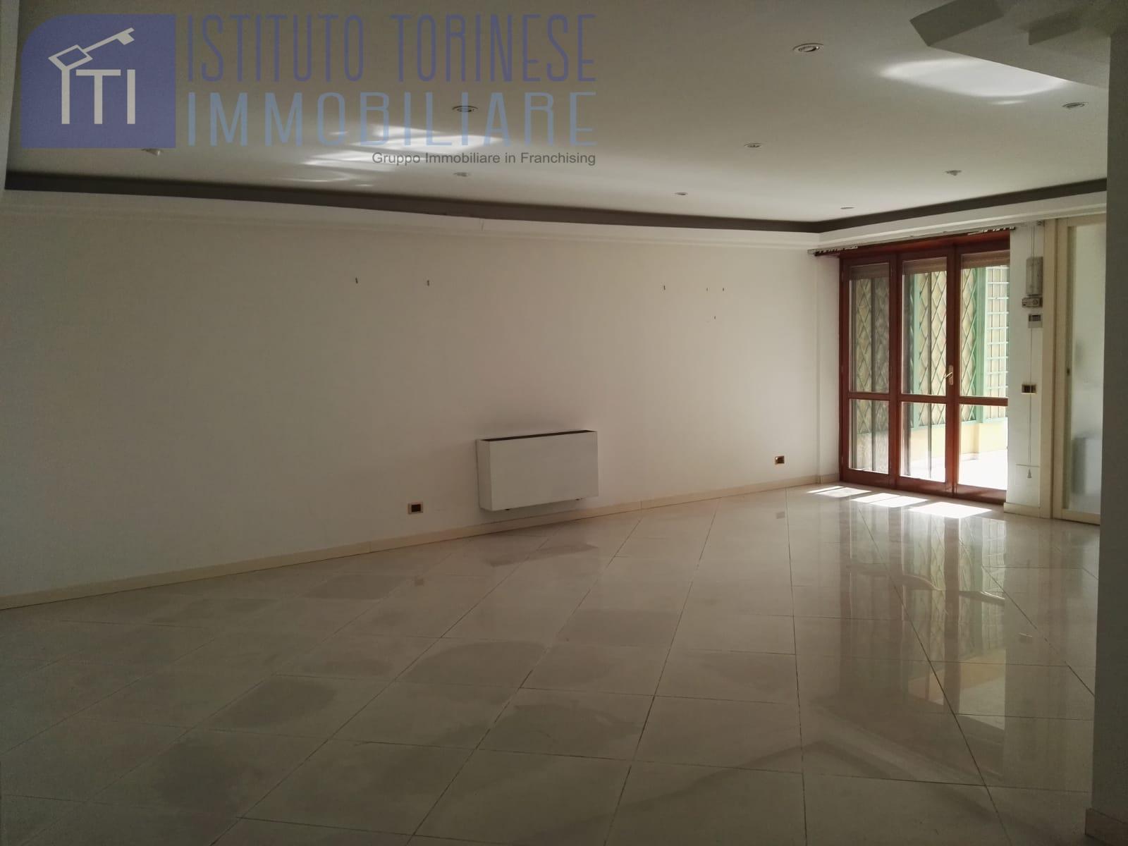 Appartamento in vendita a Latina, 3 locali, zona Località: Centrostorico, prezzo € 235.000 | CambioCasa.it