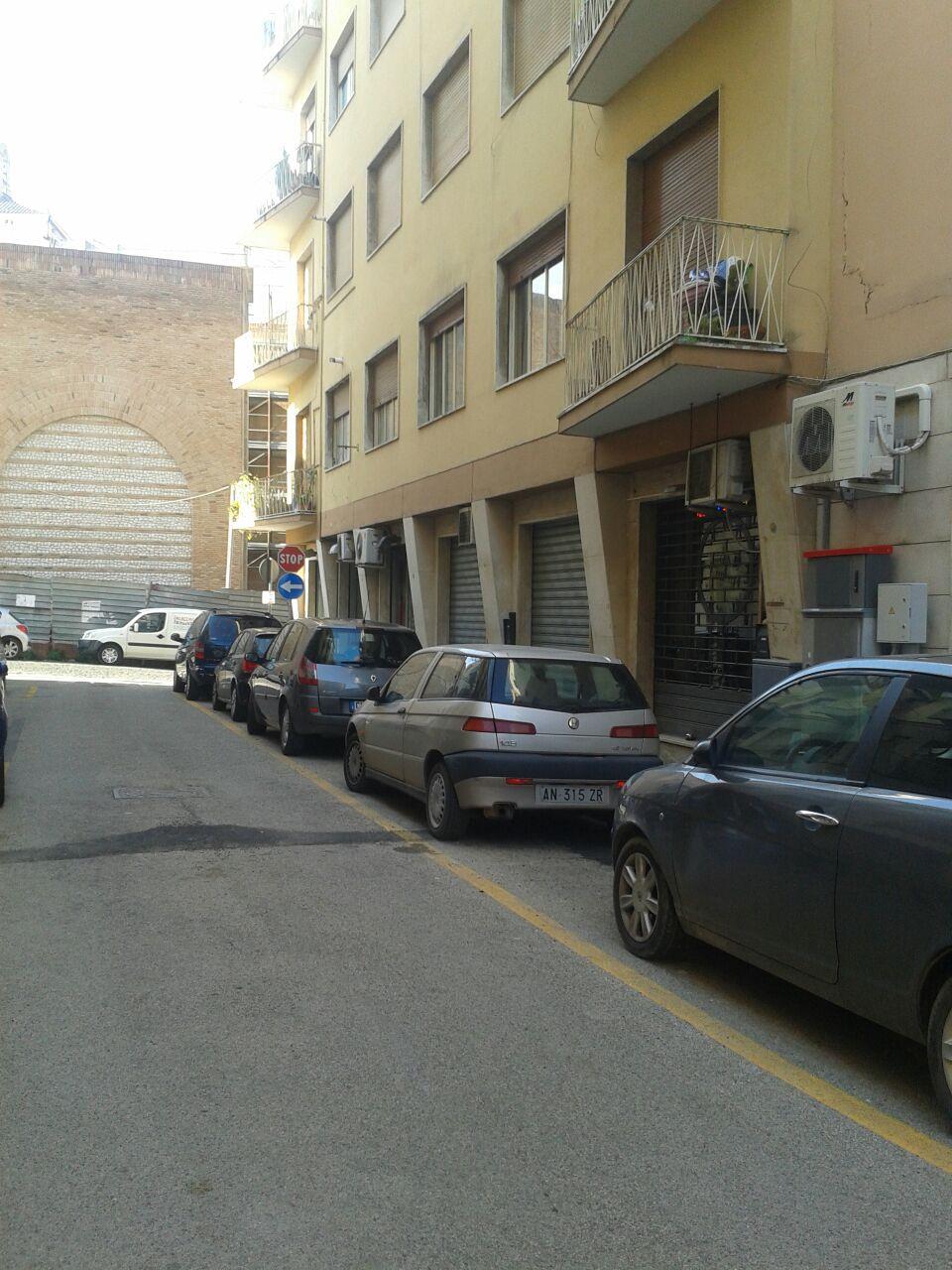 NEGOZIO in Affitto a Centro, Benevento (BENEVENTO)