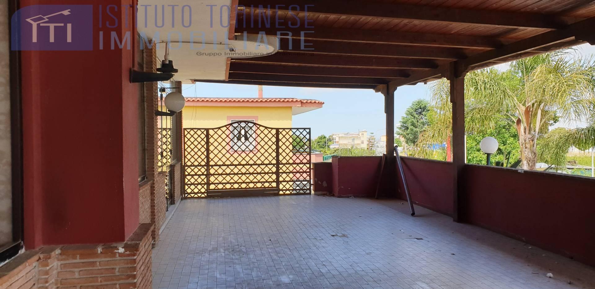 Negozio / Locale in affitto a Marano di Napoli, 9999 locali, prezzo € 1.000 | CambioCasa.it