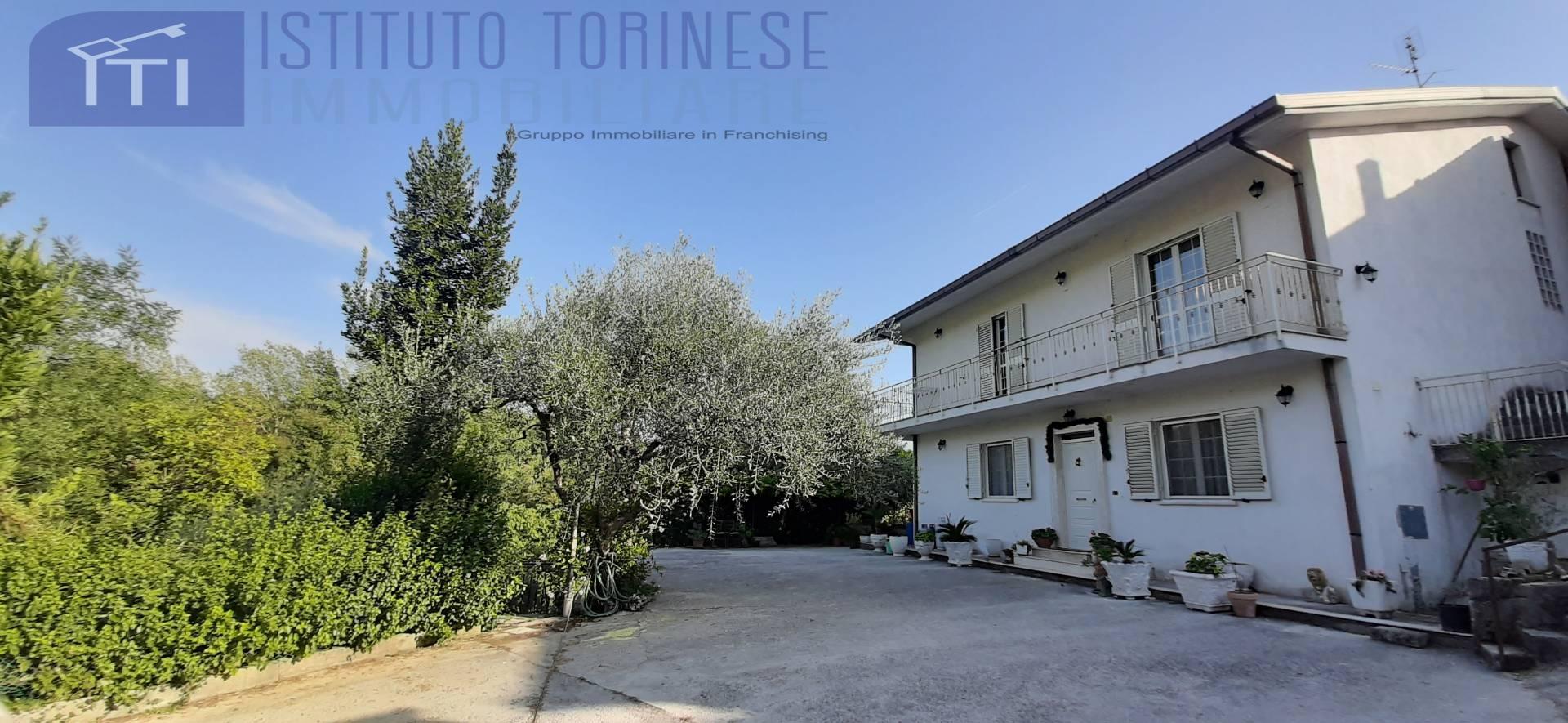 Villa Bifamiliare in vendita a Cervaro, 10 locali, prezzo € 180.000 | CambioCasa.it
