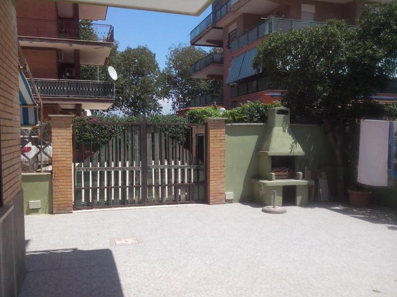 Appartamento in vendita a Pomezia, 3 locali, zona Località: Torvajanica, prezzo € 95.000 | CambioCasa.it