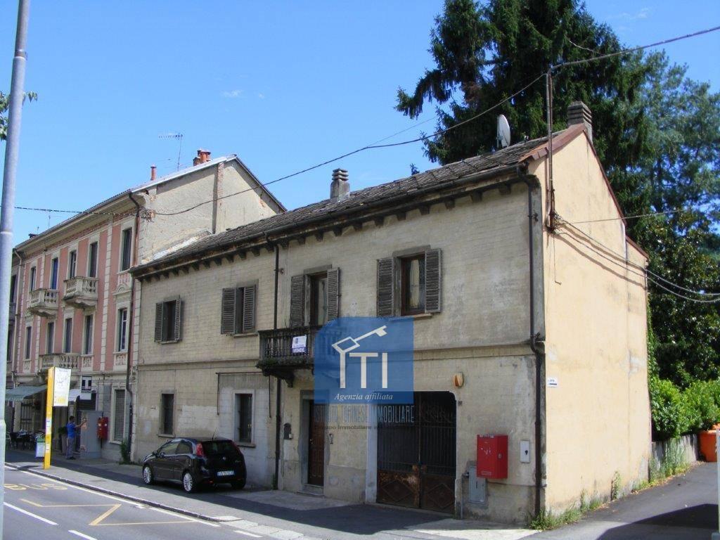 Soluzione Indipendente in vendita a Ivrea, 9 locali, prezzo € 195.000   CambioCasa.it
