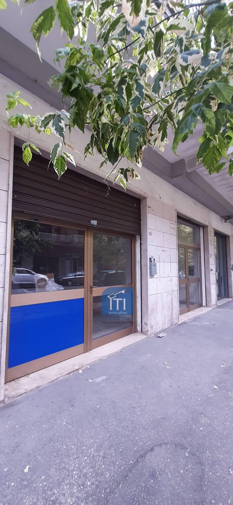 Negozio / Locale in affitto a Cassino, 9999 locali, prezzo € 350 | CambioCasa.it