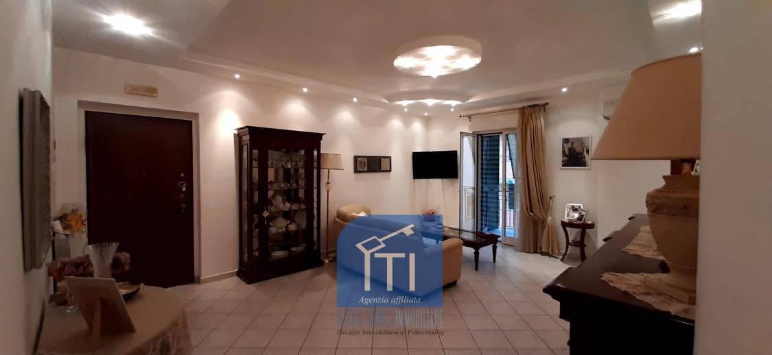 Appartamento in vendita a Giugliano in Campania, 3 locali, prezzo € 175.000   CambioCasa.it