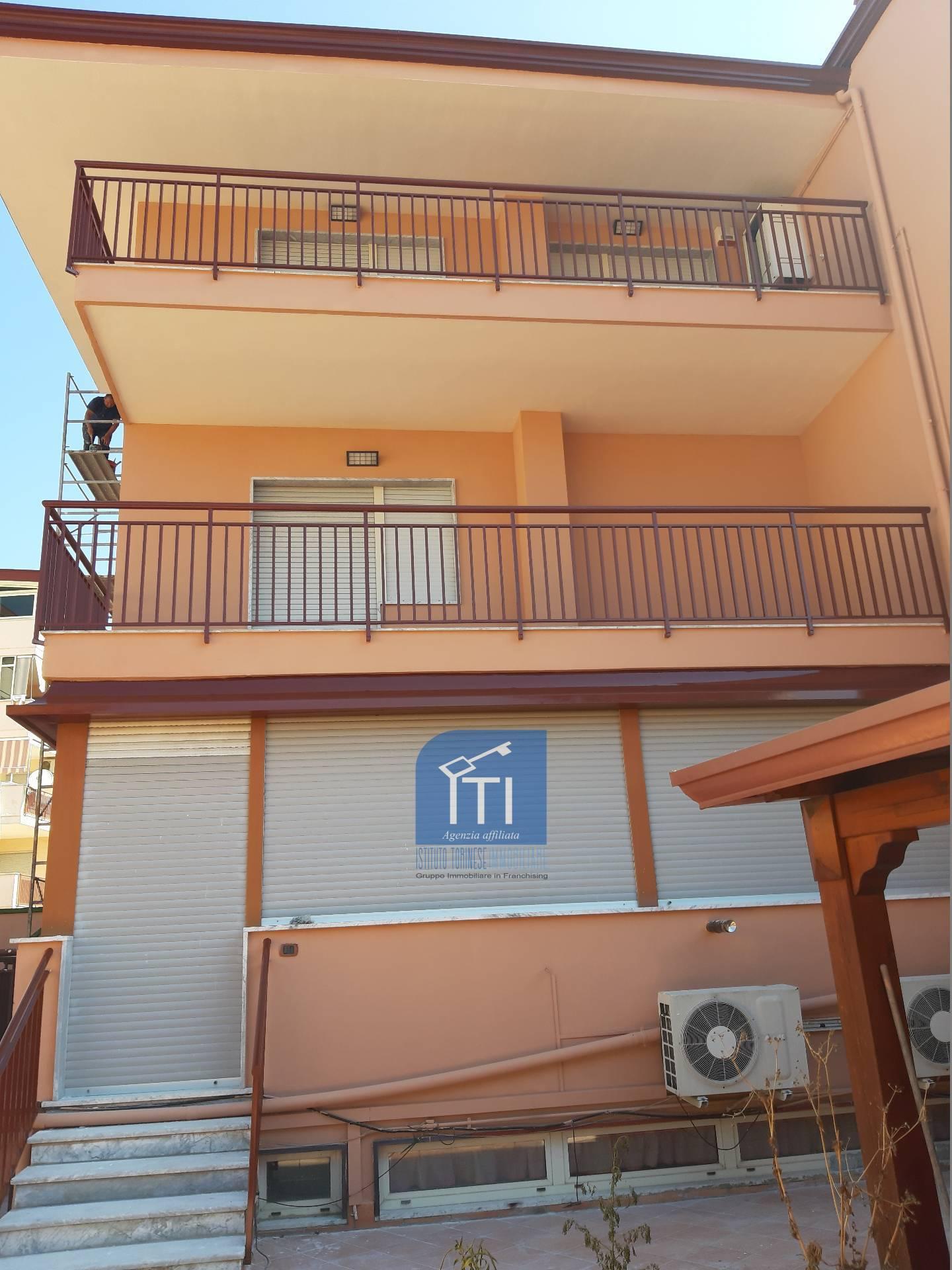 Villa in vendita a Aversa, 5 locali, zona Località: Centro, prezzo € 495.000 | CambioCasa.it