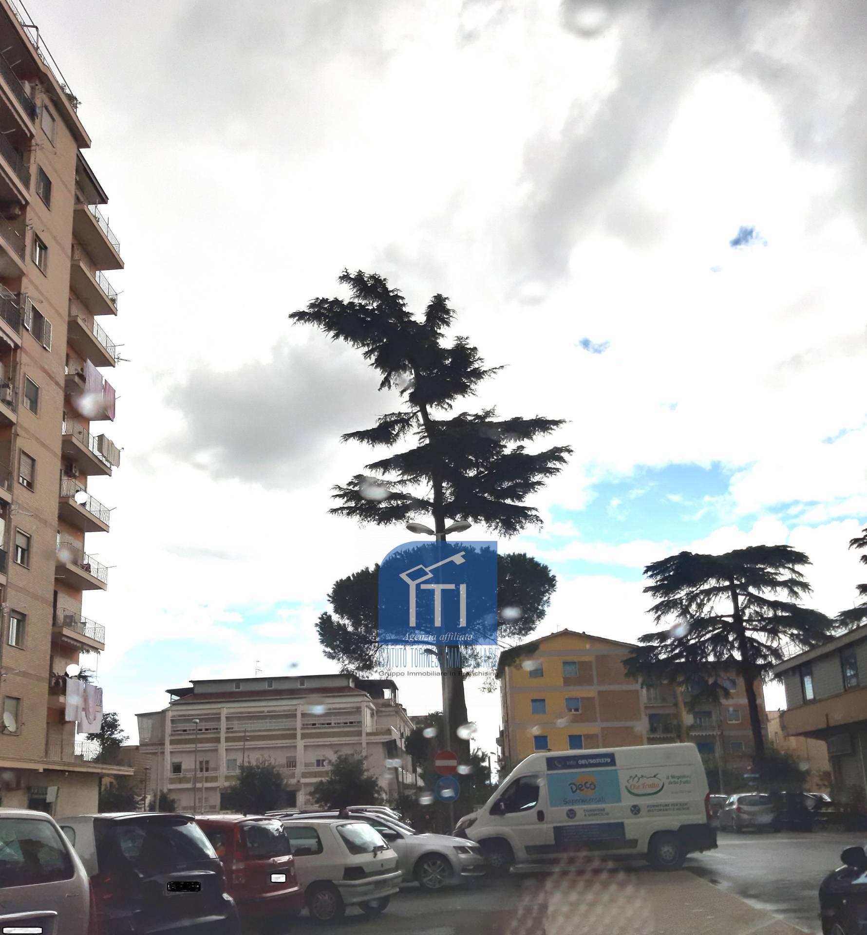 Negozio / Locale in affitto a Aversa, 9999 locali, zona Località: Centro, prezzo € 750 | CambioCasa.it