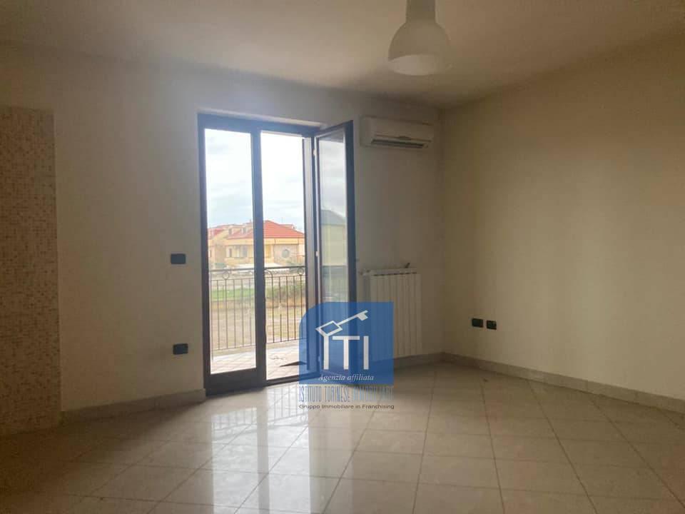 Appartamento in vendita a Giugliano in Campania, 3 locali, prezzo € 140.000   CambioCasa.it