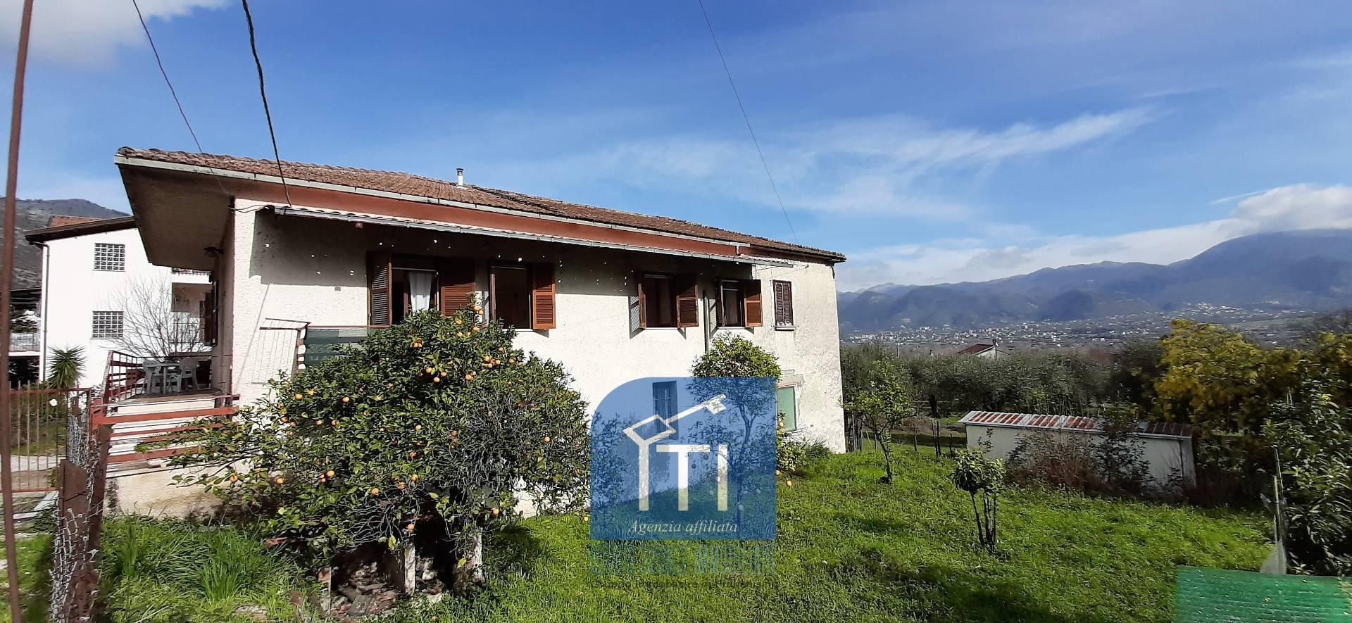 Soluzione Semindipendente in vendita a Cassino, 10 locali, zona Zona: Caira, prezzo € 85.000   CambioCasa.it