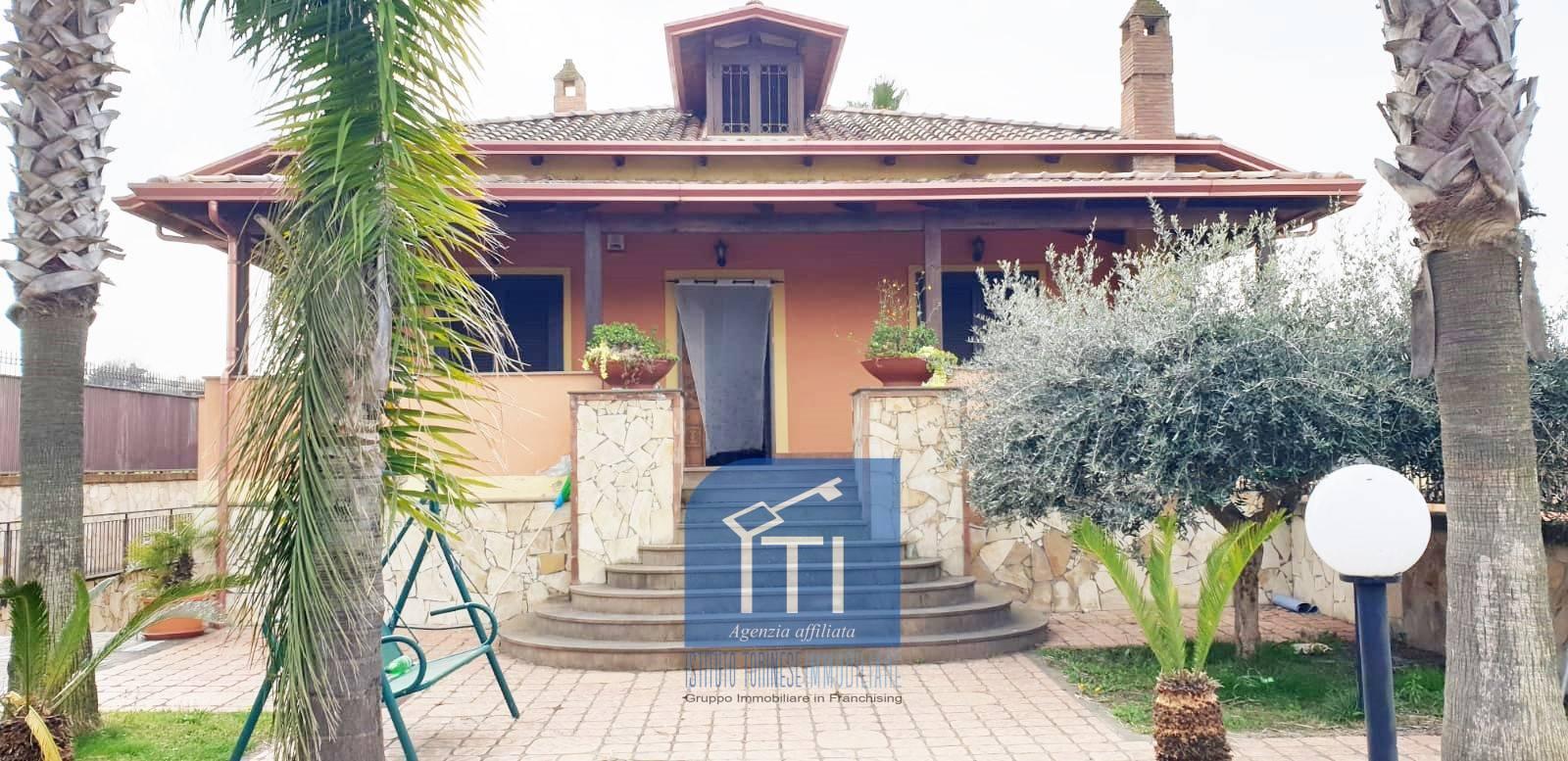 Villa in vendita a Giugliano in Campania, 4 locali, prezzo € 315.000   CambioCasa.it