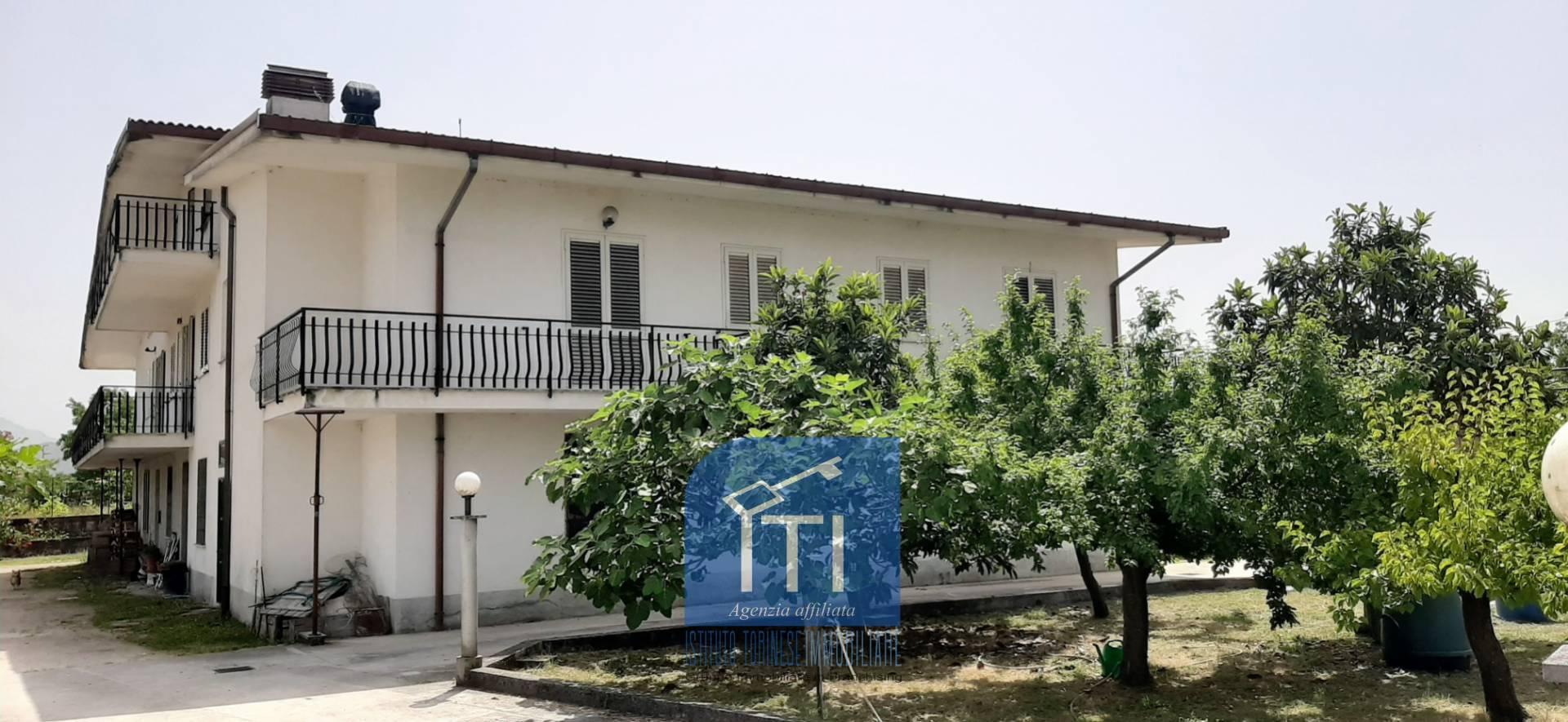 Soluzione Indipendente in vendita a Cassino, 13 locali, zona Località: S.AngeloinTheodice, prezzo € 280.000   CambioCasa.it